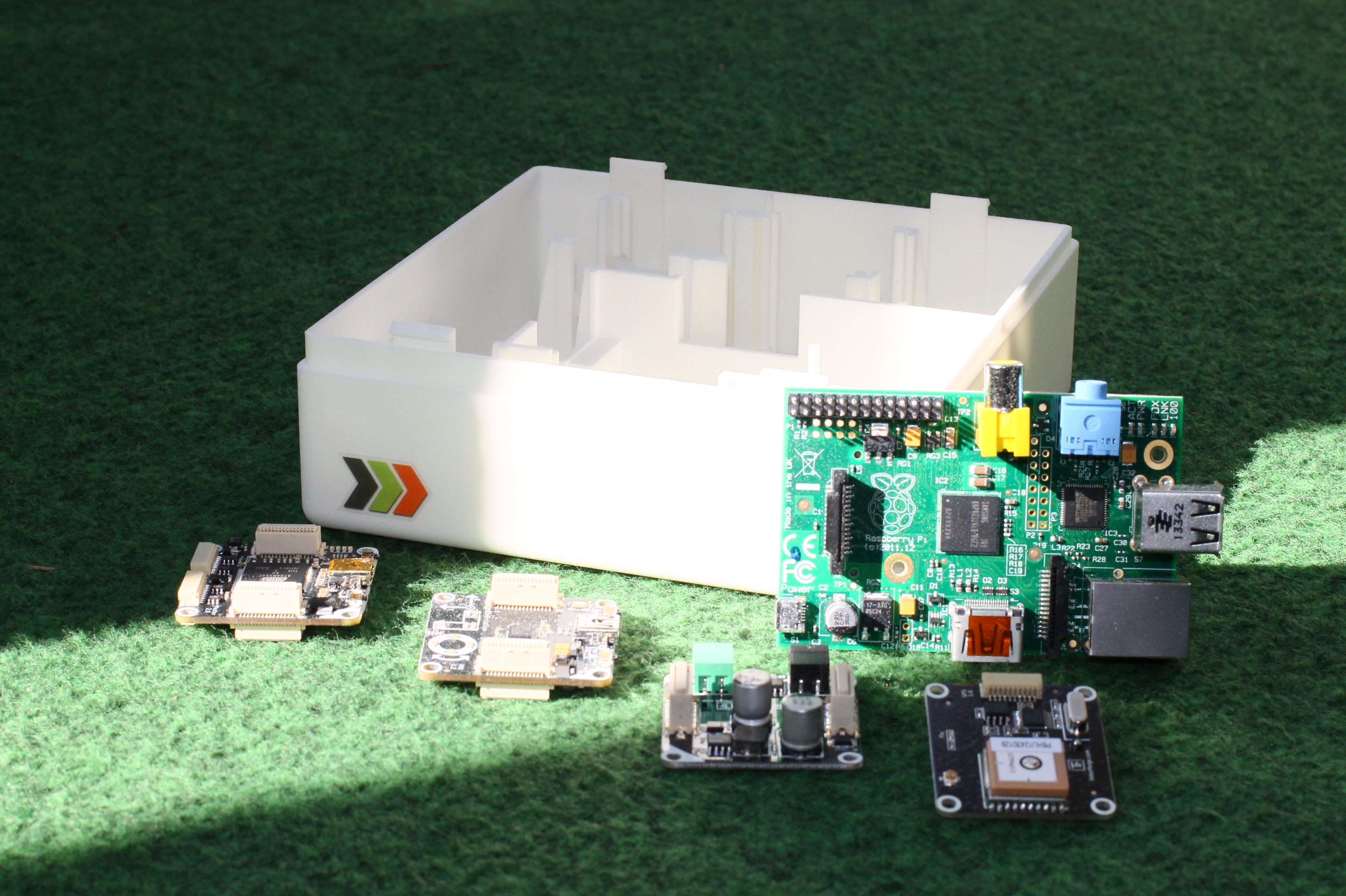 Tinkerforge IMU, Power Supply, GPS und Master Bricks sowie RaspberryPi Model B mit CarPC Case